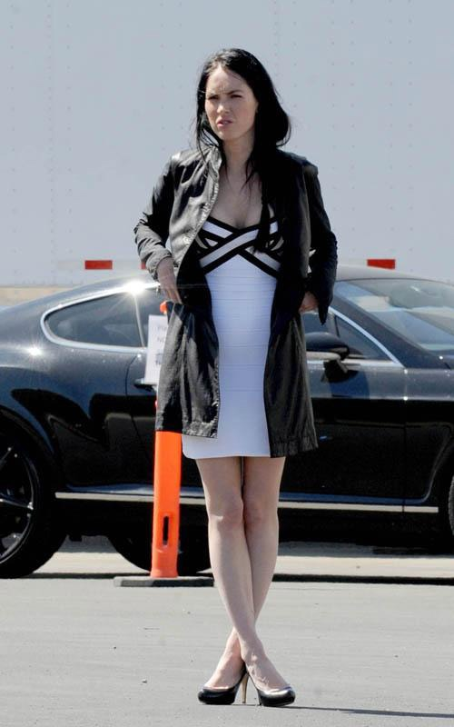 This image has an empty alt attribute; its file name is Megan-Fox-Transformers-3-on-set.jpg