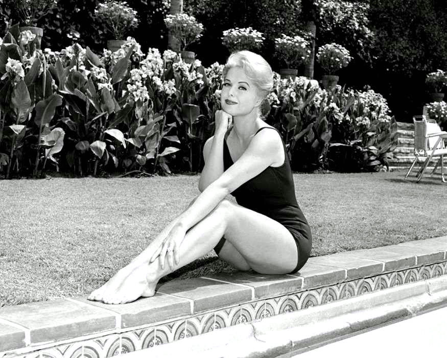 This image has an empty alt attribute; its file name is ACTRESS-MARTHA-HYER-8X10-PUBLICITY-PHOTO-ZY-320.jpg