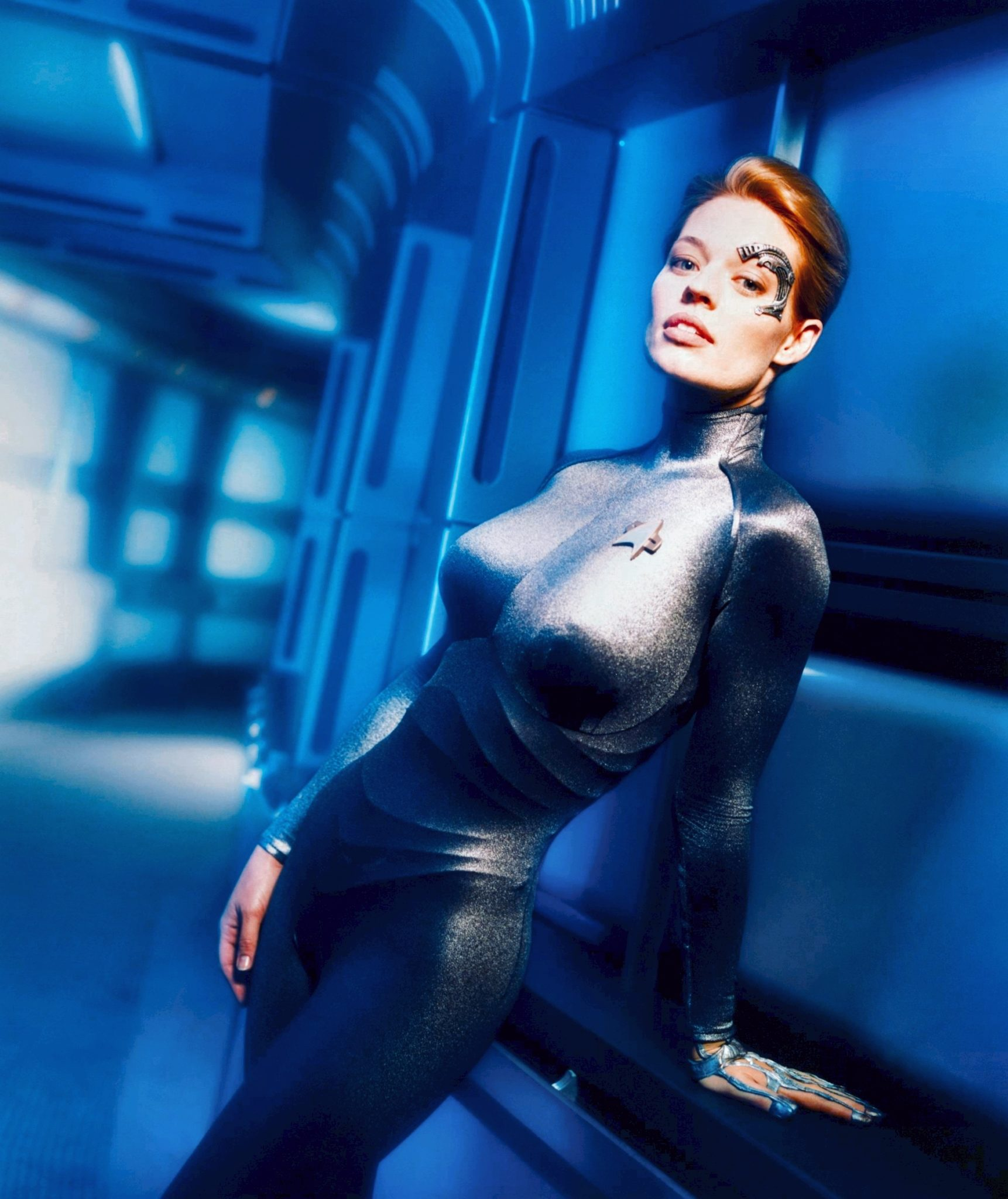 This image has an empty alt attribute; its file name is Borg-Queen-11-her-very-personal-drone-Seven-of-Nine.jpg